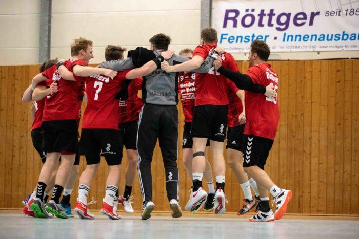 IMG 5038 700x467 - Sieg und Niederlage für Handballherren